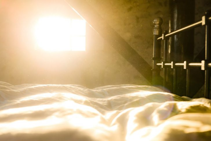 光目覚まし時計intiを1年使った効果と評価を綴る