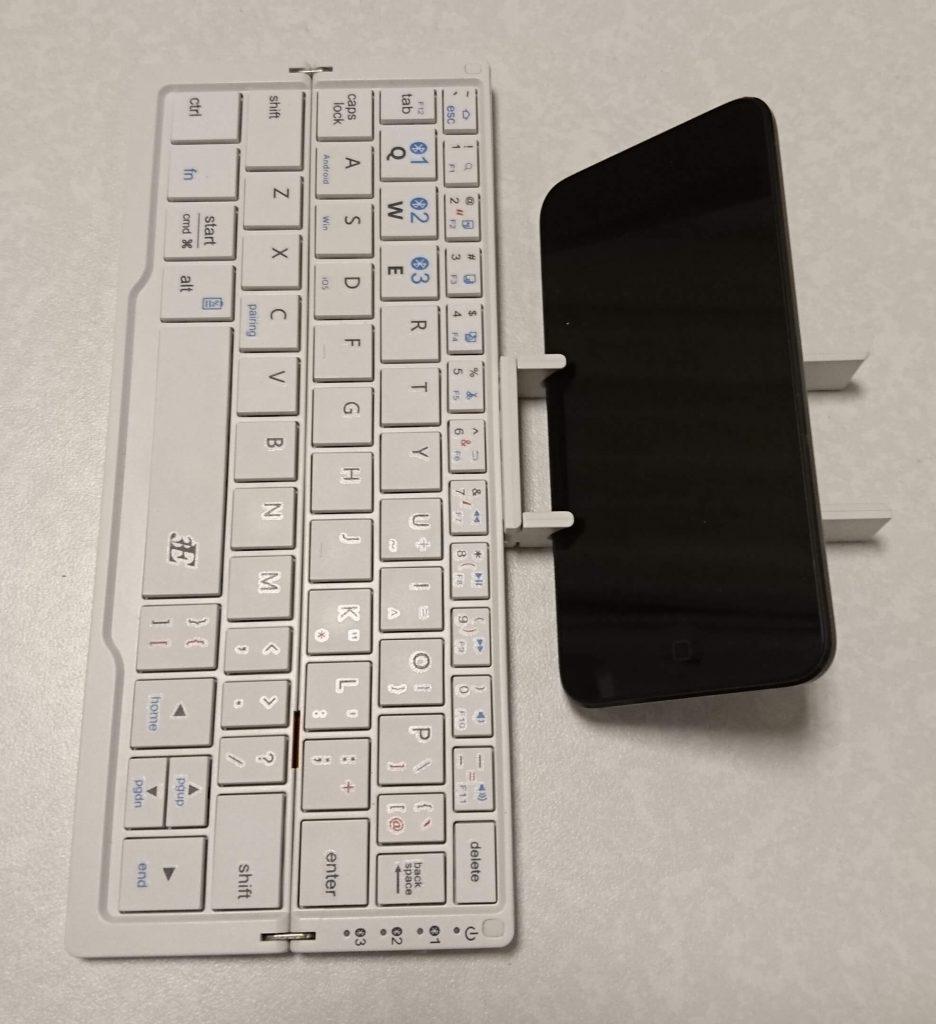 Bluetoothキーボード「プリエ」横乗せ
