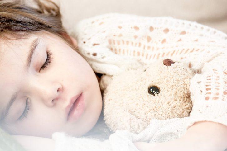 メラトニンを味方につけて手肌と睡眠の質を良くしよう!